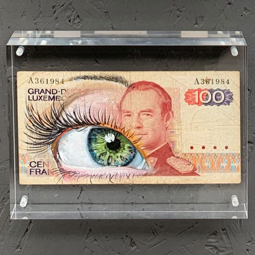 streetart on banknotes with oilpaint